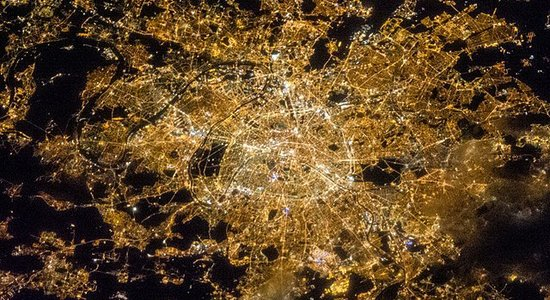 Lg 640px iss 35 night image of paris  france