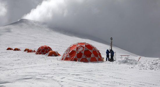 Lg actu ice memory illimani camp